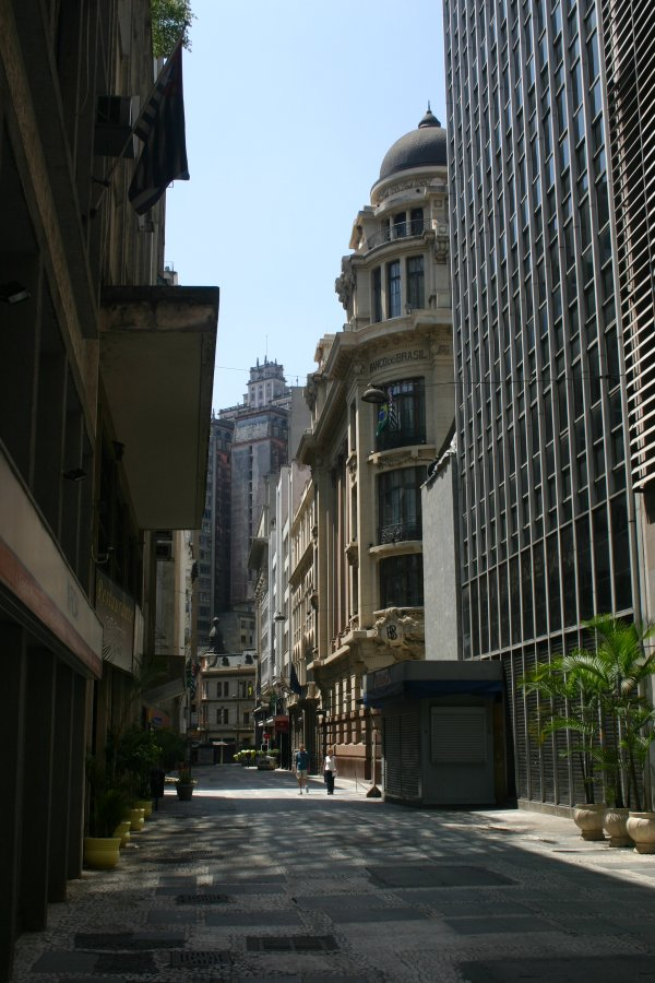 Brazil 2006 - The narrow house of sao paolo ...